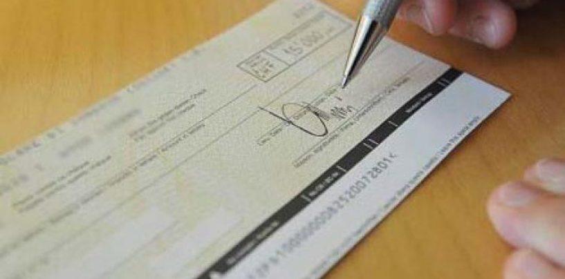 Incassa un rimborso di 850 euro: deferita per aver alterato i dati dell'assegno