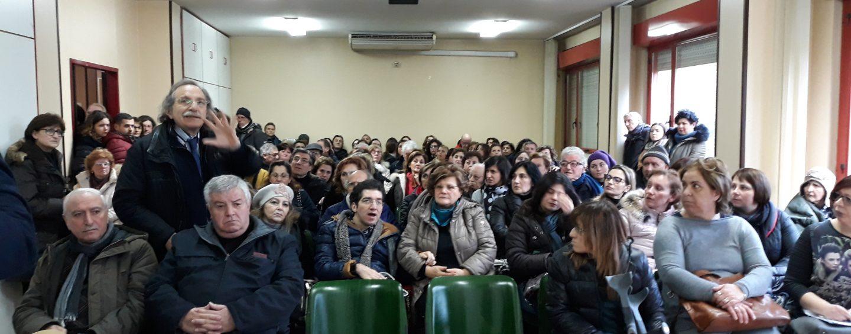 Aias, le istituzioni disertano l'assemblea pubblica: la rabbia di pazienti e lavoratori