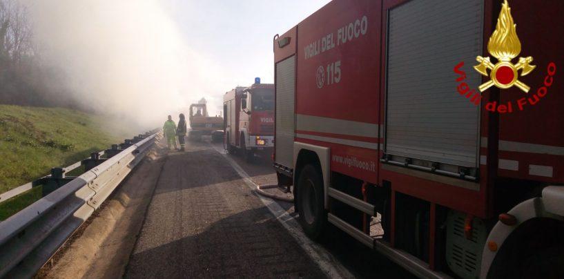 Quattro incendi nella notte: vigili del fuoco in azione