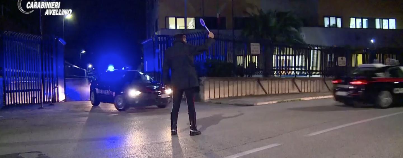 Raid notturno al cimitero di Avellino: ladri rubano 40 vasi portafiori e danneggiano lapidi