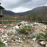 Tonnellate di rifiuti speciali vicino alle abitazioni: sequestrata area di mille metri quadri