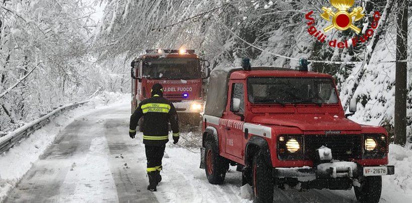 Disagi neve in Alta Irpinia: vigili del fuoco e carabinieri in azione