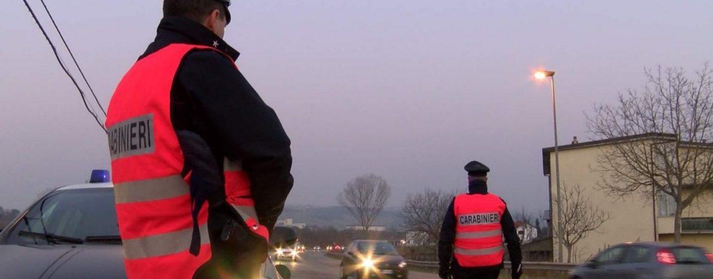 Beccati in possesso di droga e coltello: due denunce e due segnalazioni