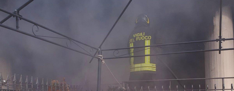 La loro casa va a fuoco: salvati due anziani coniugi