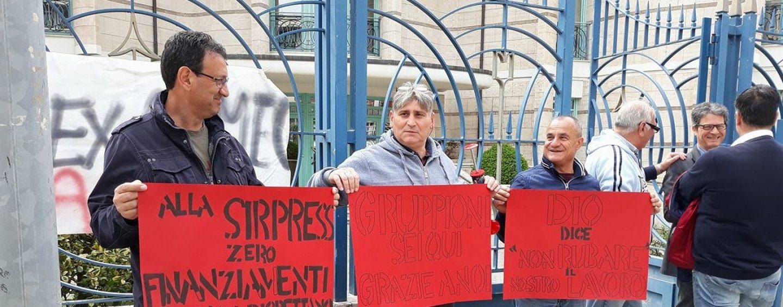 Lavoratori Ex Almec: presidio davanti la sede di Confindustria