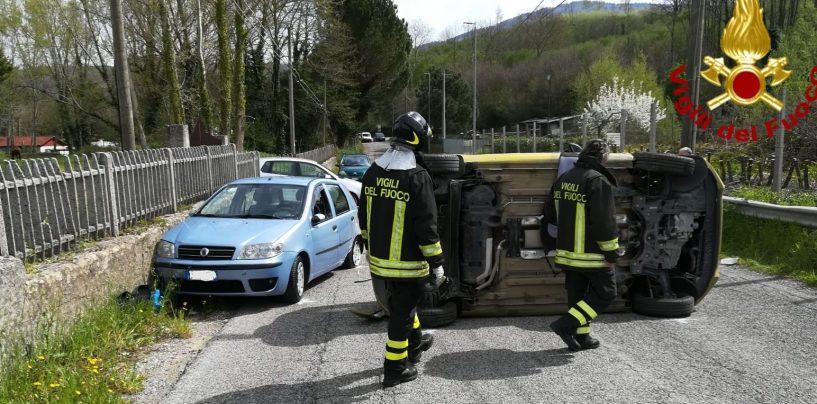 Schianto tra tre auto a Cesinali: anziano portato al Landolfi