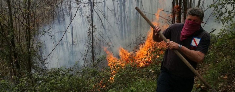 Bruciano i boschi di Montoro: Genio Civile e Forestale sul posto