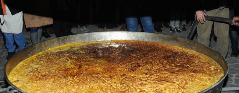 """La tradizione del """"pastiero"""": duemila uova e 40 chili di pasta a Sant'Angelo all'Esca"""