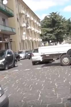 VIDEO/ Ci Vuole Costanza – Traffico bloccato ogni giorno a Piazza Garibaldi