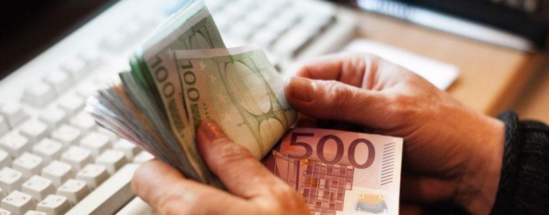 Tastiera di scarso valore per mille euro: truffata un'anziana