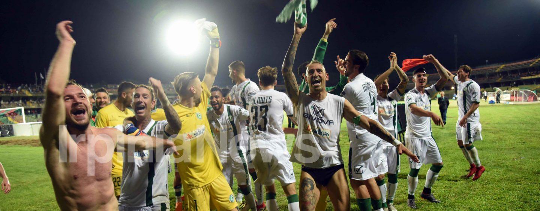 Ternana-Avellino 1-2, la fotogallery della notte salvezza