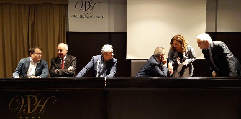 """Il pericolo 5 Stelle unisce il Pd. De Luca e De Caro: """"Tutti insieme in città"""". Ma Repole attacca D'Amellio"""
