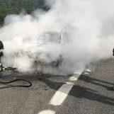 Veicolo in fiamme: coda di un chilometro tra Baiano e Avellino Ovest