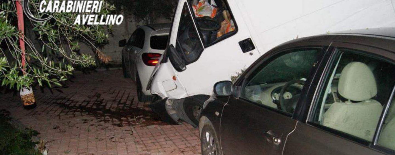 Perde il controllo del furgone e finisce in un'area sottostante: ferito un 30enne