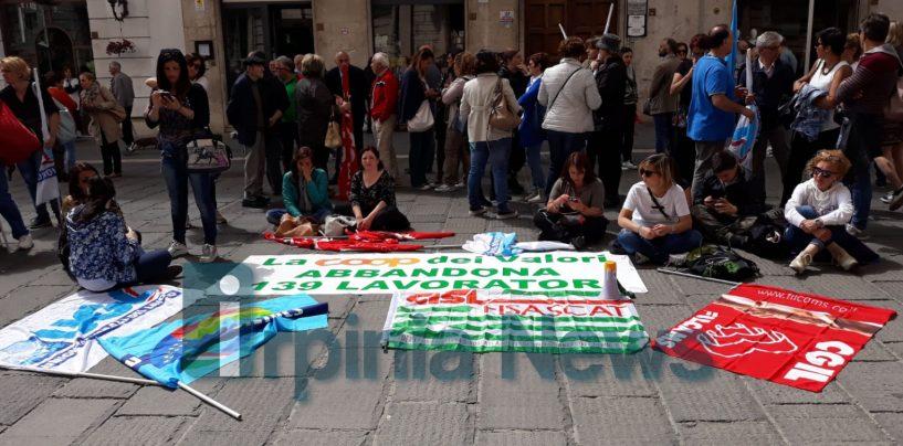 Lavoratori Ipercoop appesi ad un filo: ultimo tentativo a Napoli