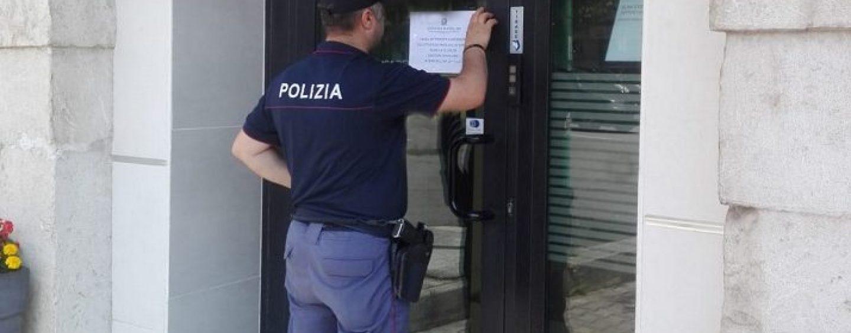 Polizia scopre irregolarità: chiusura temporanea per due attività commerciali