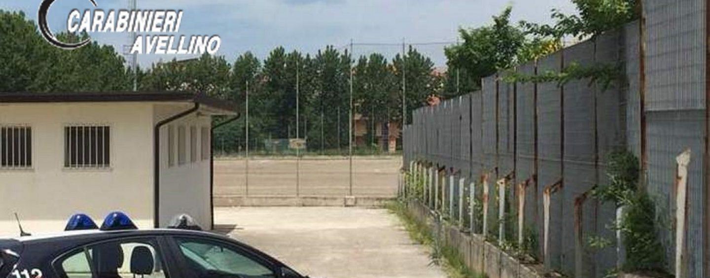 Tensione sugli spalti e petardi in campo: arrivano i Carabinieri