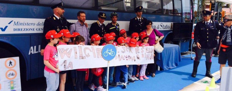 Al Giro d'Italia con il progetto Biciscuola, l'educazione stradale promossa dalla Polstrada