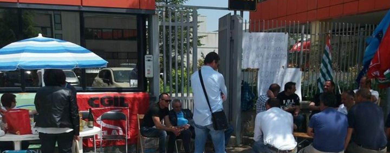 La vertenza Sam si trasferisce in Prefettura: 30 lavoratori in bilico