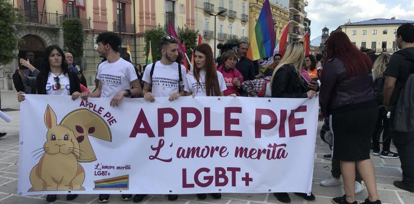 Abellinum Pride, in Irpinia la sfilata arcobaleno con Eva Grimaldi e Imma Battaglia