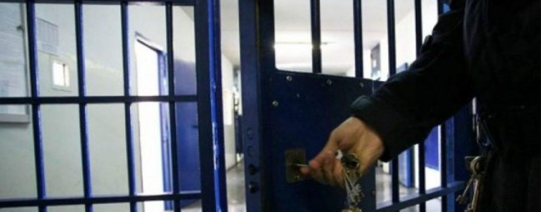 Aggressione nel carcere di Ariano: agente finisce in ospedale
