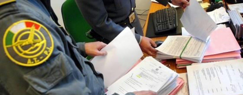 Frode fiscale, maxi operazione della Finanza partenopea: nei guai anche irpini