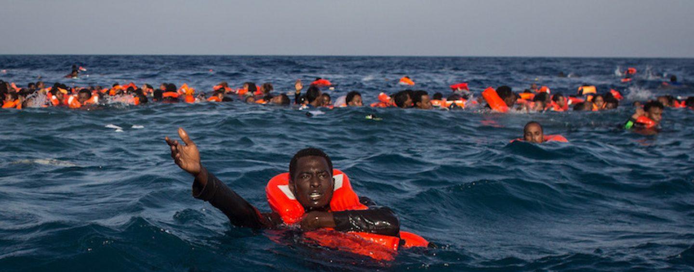 Migranti, naufragio al largo delle coste della Libia: morti 3 bambini, 100 i dispersi in mare