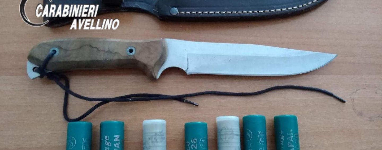 In giro con pugnale e munizioni: denunciato 30enne di Forino