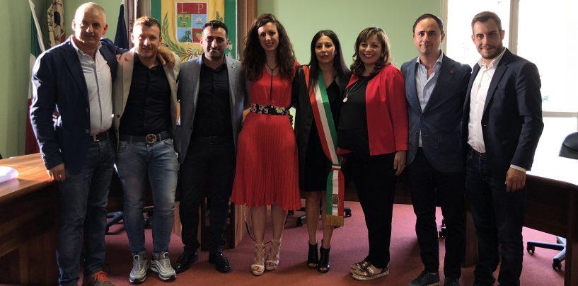 Si insedia l'amministrazione Lepore, il neo sindaco ufficializza la squadra di governo