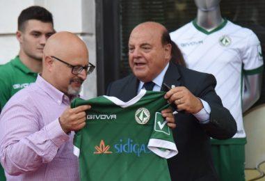 VIDEO/ Avellino, presentate le nuove divise: l'intervista al sindaco Ciampi
