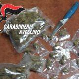 Turisti sorpresi con 200 grammi di marijuana e un coltello