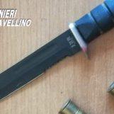 Di notte a spasso con pugnale e munizioni: sorpresi al posto di blocco