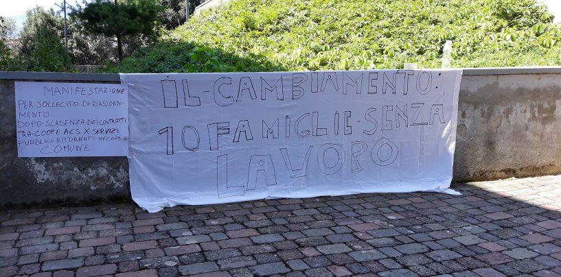 Acs, scadono i contratti con le coop: protesta in Comune dei lavoratori