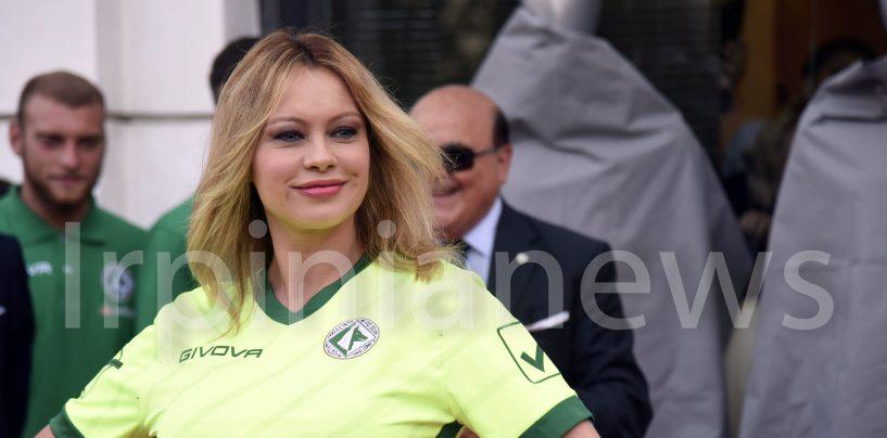 Anna Falchi ad Avellino per le nuove maglie: la fotogallery