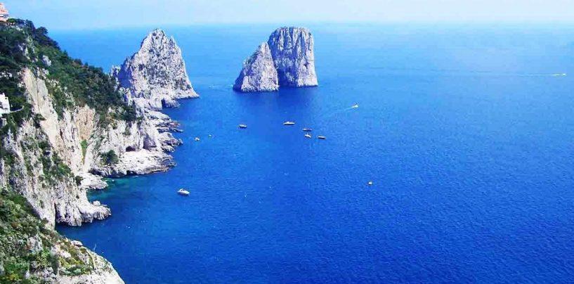 Incidente nelle acque di Capri: ferito skipper irpino. Caccia alla barca pirata