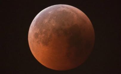 Un'eclissi di Luna nel giorno dell'Apollo 11. Questa sera tutti col naso all'insù