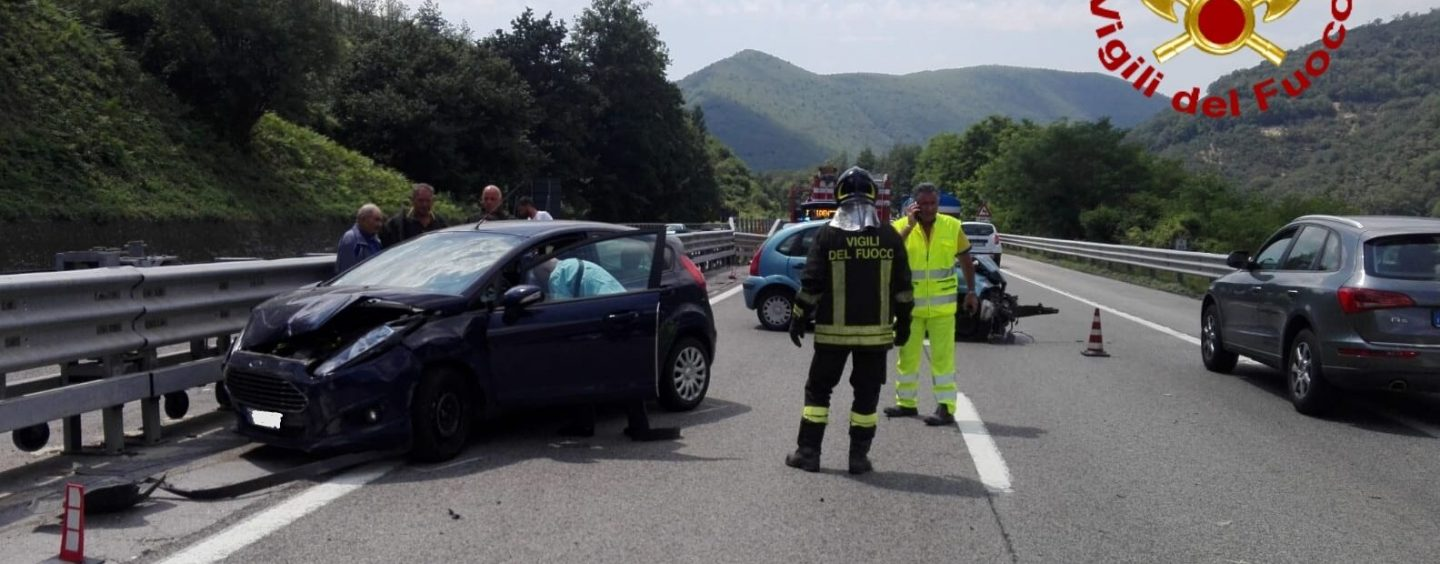 Viadotto Acqualonga, terribile incidente tra due auto: quattro feriti