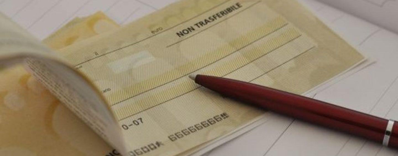 Altera i dati e incassa l'assegno destinato alla parrocchia di Nusco, nei guai 50enne