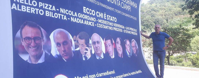 """Manifesti 6×3. Mancusi: """"Mi dissocio"""". Guidi: """"Uno schifo"""". E Giordano posa di lato"""