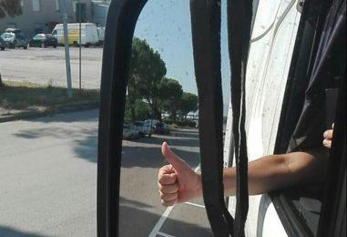 Tragedia di Bologna, camionisti con il lutto allo specchietto per ricordare il collega
