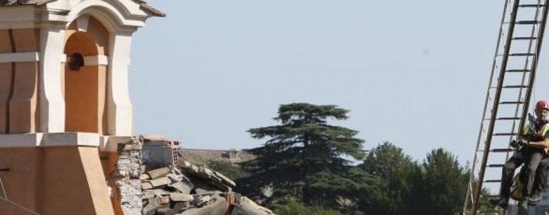 Crolla il tetto della chiesa di San Giuseppe dei Falegnami, paura in centro a Roma