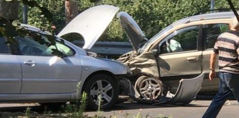Scontro frontale a Picarelli: due feriti e auto distrutte