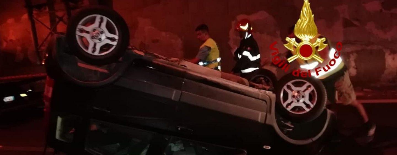 Incidente nella galleria di Solofra. Ragazza si ribalta con l'auto e resta ferita