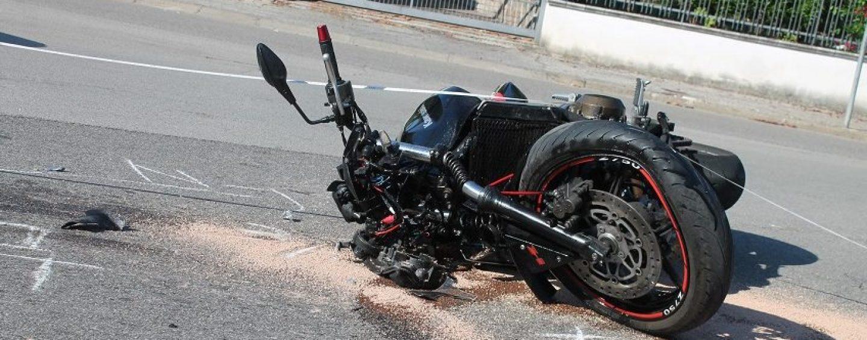 Spaventoso incidente in moto: ferito un 24enne