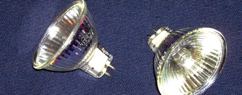 Addio lampade alogene, dal 1 settembre Led e fluorescenti