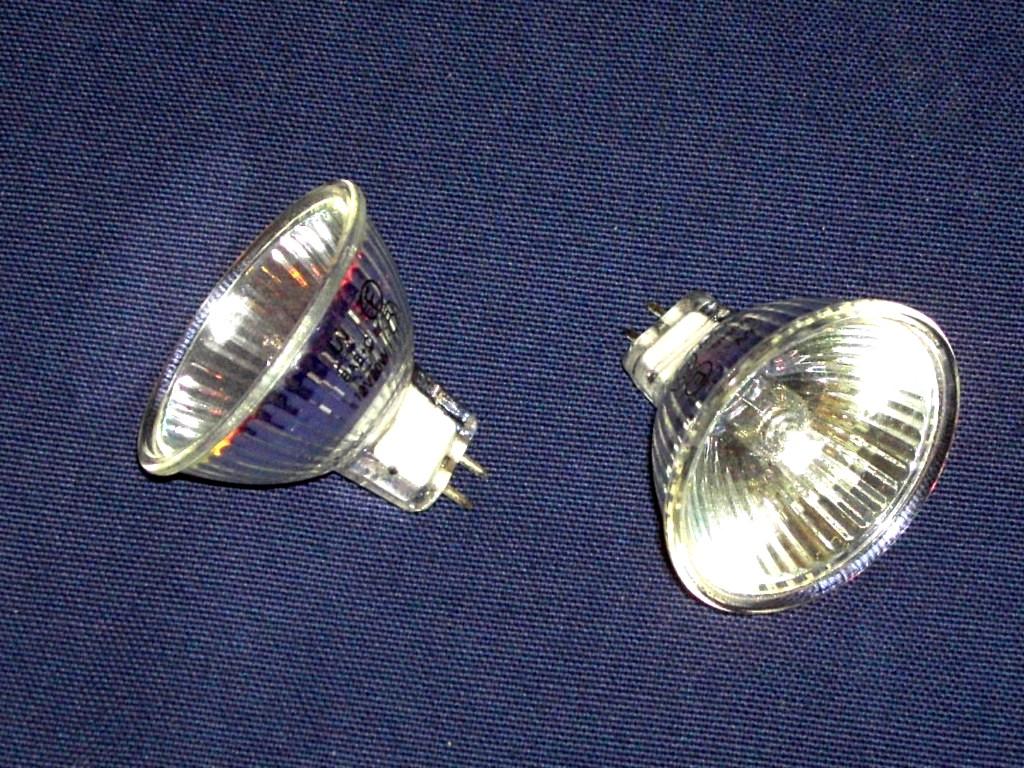 Addio lampade alogene dal settembre led e fluorescenti