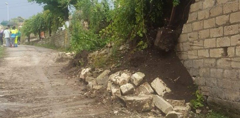 Maltempo, strade irpine invase dai detriti. Crolla un muro a Paternopoli