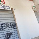 Scritte offensive sulla serranda del circolo Pd di San Tommaso