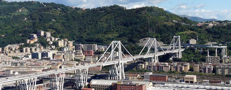 Il ponte Morandi crolla sull'Autostrada A10 a Genova
