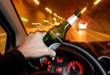 Guida ubriaco e provoca un incidente: denuncia e ritiro della patente